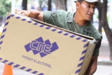 """Venezuela inicia histórica jornada electoral con el popular """"toque de diana"""