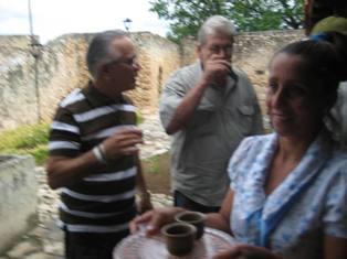 Actores de la televisión cubana vaciaron las copas en Festival del vino