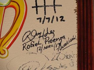 Yo también puse mi firma en la pared