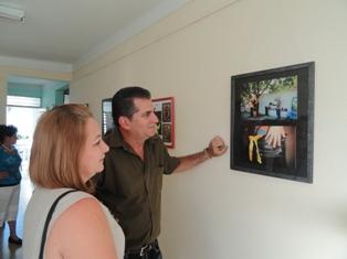 Exponen en Casa de la Prensa fotos de las Cintas Amarillas